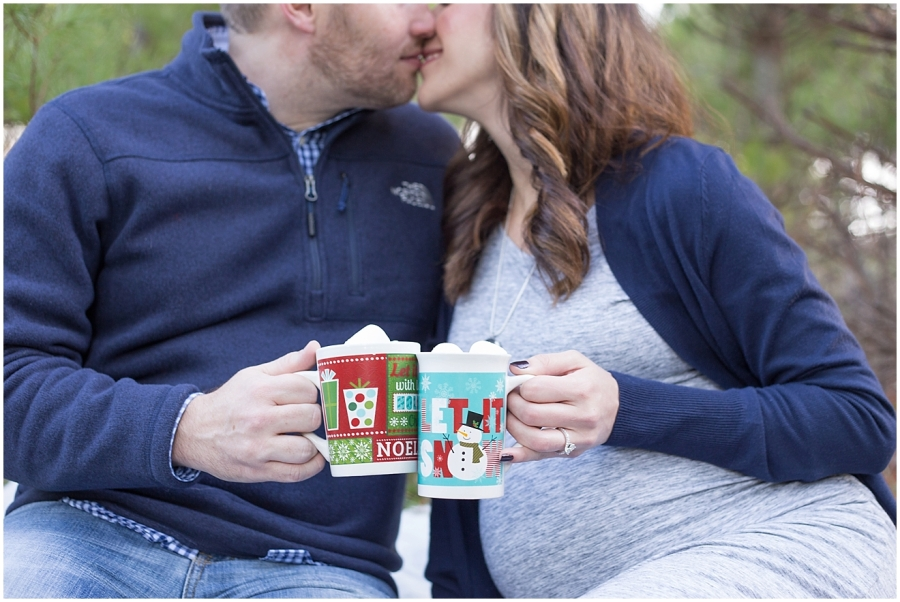christmas-theme-maternity-photography