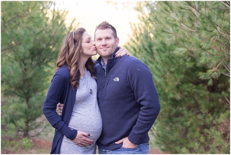 southwest-virginia-christmas-tree-farm-maternity-photography