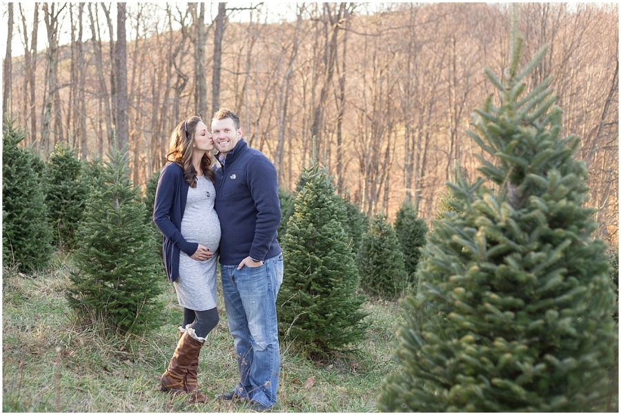 virginia-christmas-tree-farm-maternity-session