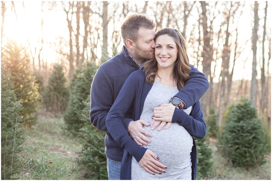 southwest-virginia-christmas-tree-farm-maternity-photographer
