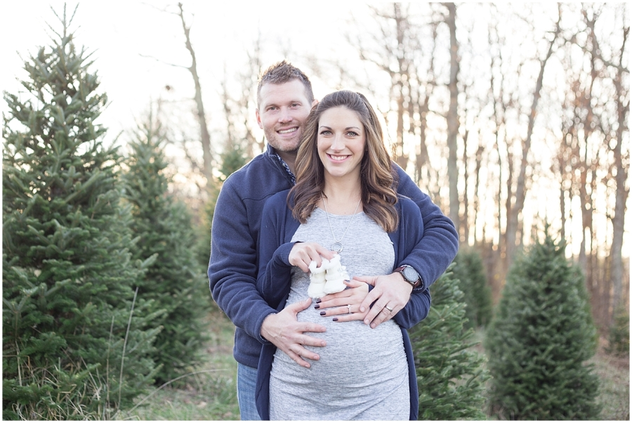 christmas-tree-farm-maternity-photographer