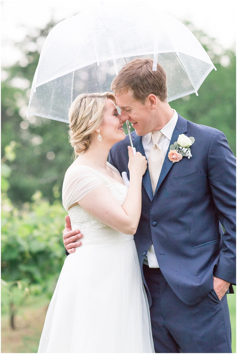 romantic-rainy-wedding-portraits