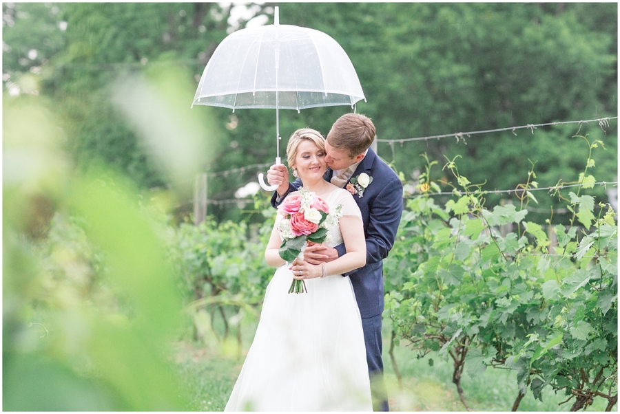 romantic-rainy-wedding-day-photography