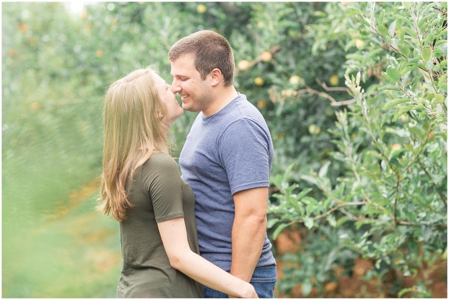 carter-mountain-orchard-engagement-photos
