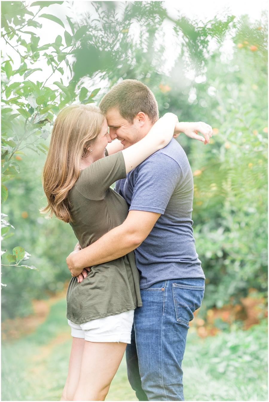 carter-mountain-orchard-engagement-photographer