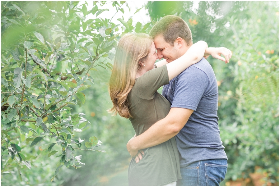 carter-mountain-orchard-engagement-photo-session_0012