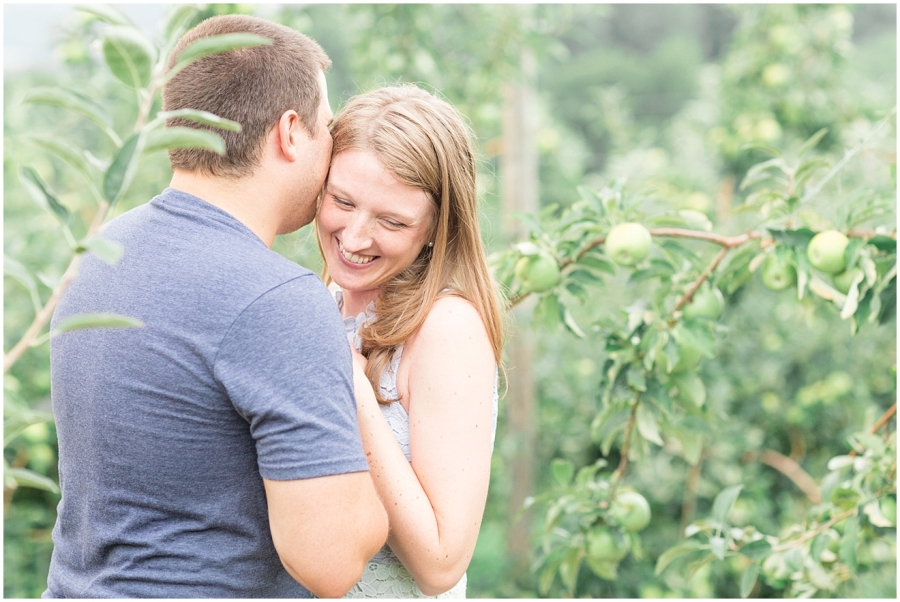 apple-orchard-anniversary-photos