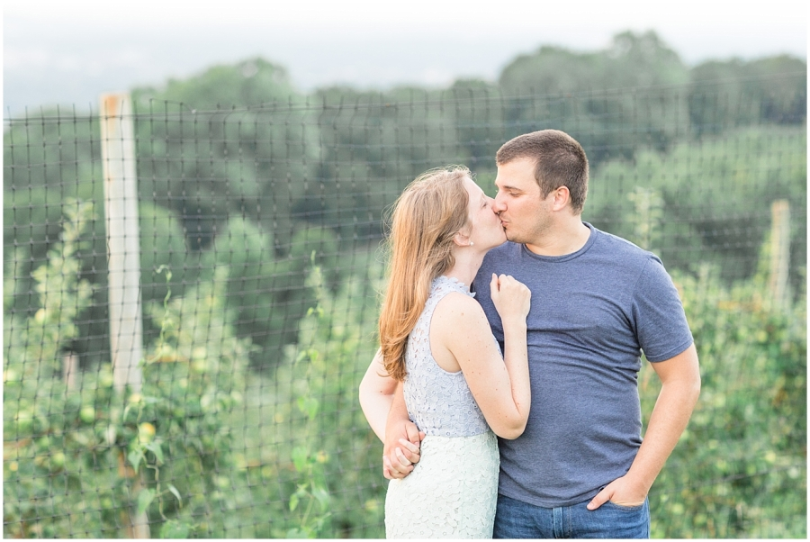 carter-mountain-orchard-engagement-photo-session_0040