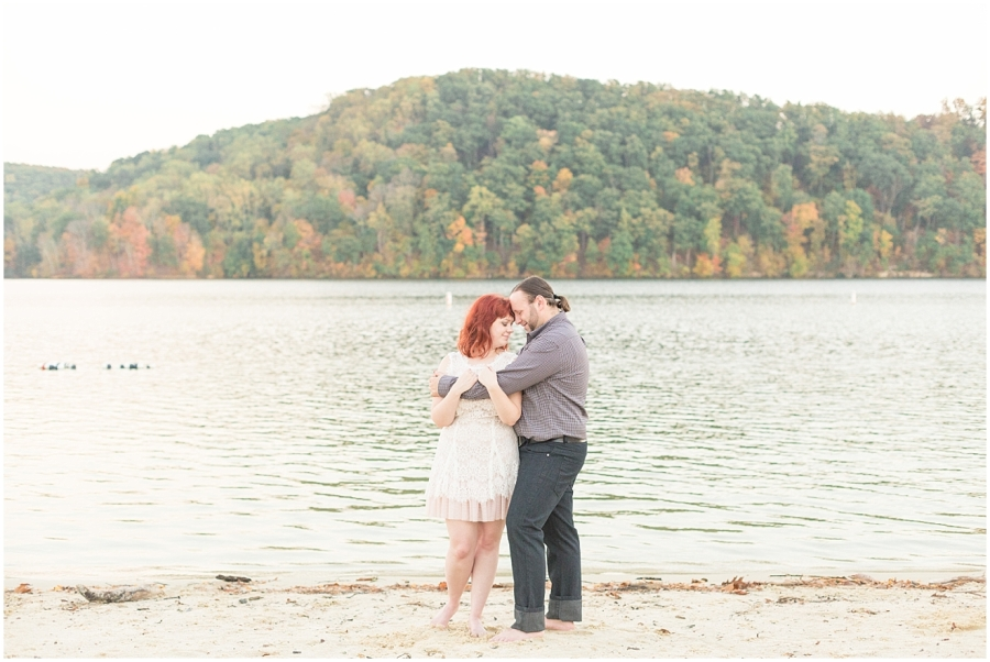 romantic-photo-session-by-lake